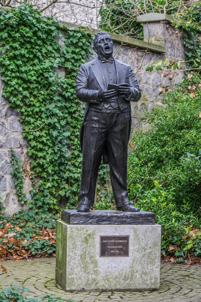 ohn McCormack statue in Iveagh Gardens
